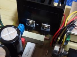 MOSFETy, bez podložky, s teplovodivou pastou