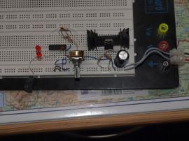 Napájení je LM317T nastavený na 14,5V